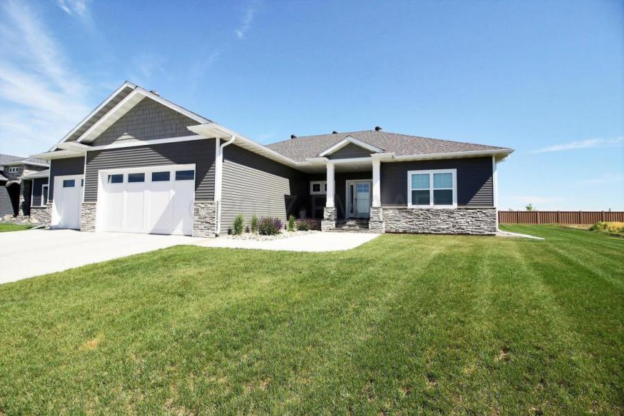2319 MCLEOD Drive, West Fargo, North Dakota