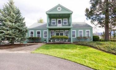 1845 Hidden Village Place, Medford, Oregon